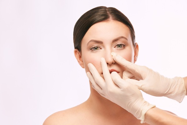 woman and rhinoplasty consultant